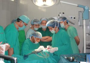 1.-Chairman-of-IN-Prof.-Rakesh-Demonstrating-Ear-Surgery-to-Cambodian-ENT-Doctors-1024x720